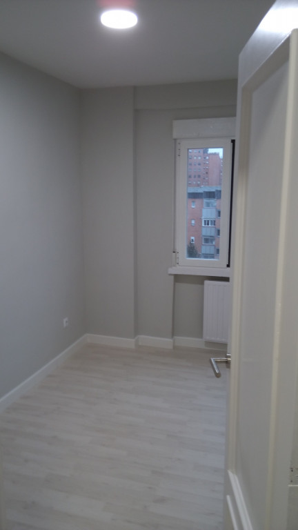 portfolio 26/31  - Acondicionamiento vivienda para alquiler, lacado puertas, suelo, rodapie, pintura, mecanismos y lamparas led, acondicionamiento y adaptación cocina, armarios, con un presupuesto ajustado