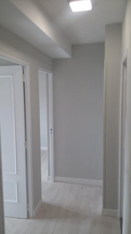 portfolio 25/31  - Acondicionamiento vivienda para alquiler, lacado puertas, suelo, rodapie, pintura, mecanismos y lamparas led, acondicionamiento y adaptación cocina, armarios, con un presupuesto ajustado