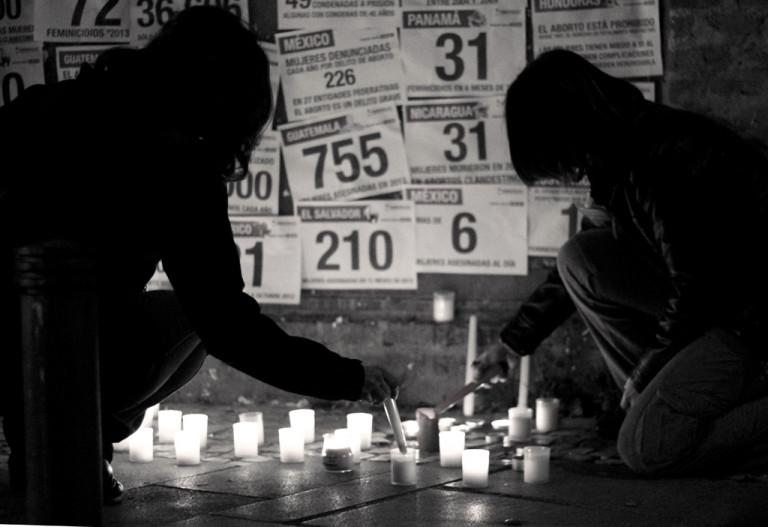 portfolio 18/40  - SOCIAL Dos mujeres encienden velas en memoria de las asesinadas por violencia machista. Madrid