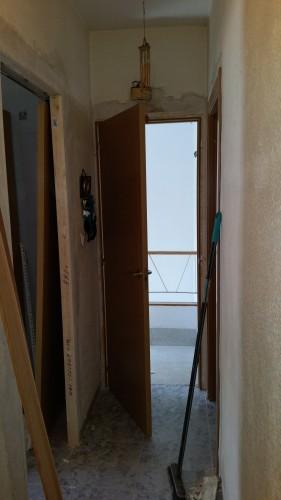 portfolio 219/287  - colocación de precercos y puertas de interior en una vivienda