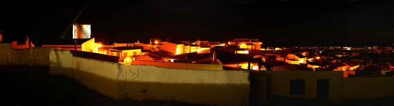 portfolio 3/3  - Nocturno entre casas y molino