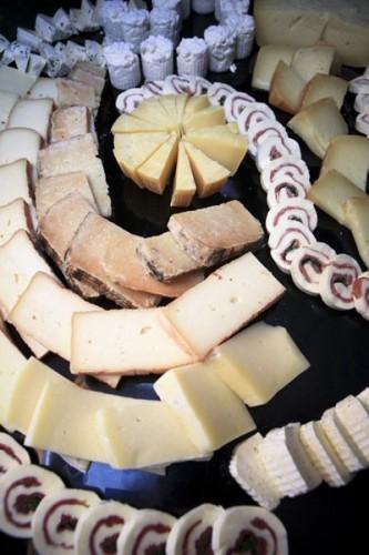 portfolio 7/7  - espejo de quesos variados y canapes, hotel margarita barcelo