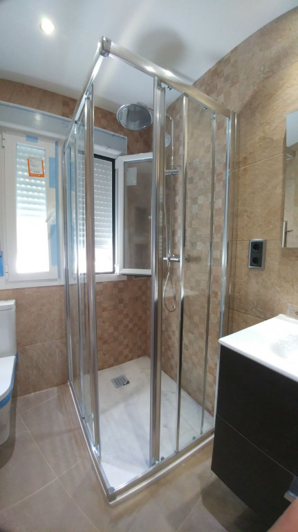 portfolio 21/28  - montaje de mamparas de baño