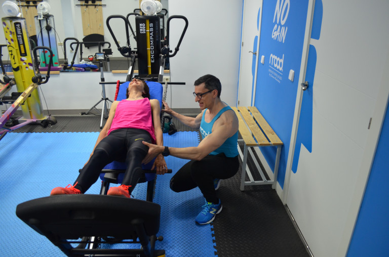 portfolio 8/9  - Chema Menéndez, entrenando a Nuria Fernández, campeona de Europa de atletismo que ha vuelto a correr, gracias a nuestro método, después de un tiempo inactiva por una lesión.