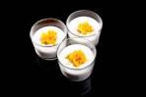 portfolio 20/22  - chupito de ajo blanco de mango