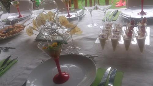 portfolio 5/22  - mesa con piruletas de parmesano y copa cóctel de sopa fría de tomate y queso feta