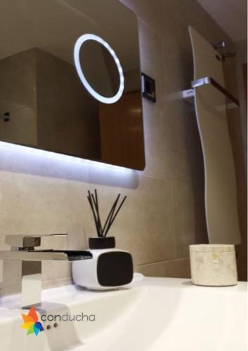 portfolio 13/18  - Instalación de mueble de baño con espejo retroiluminado.349 ?