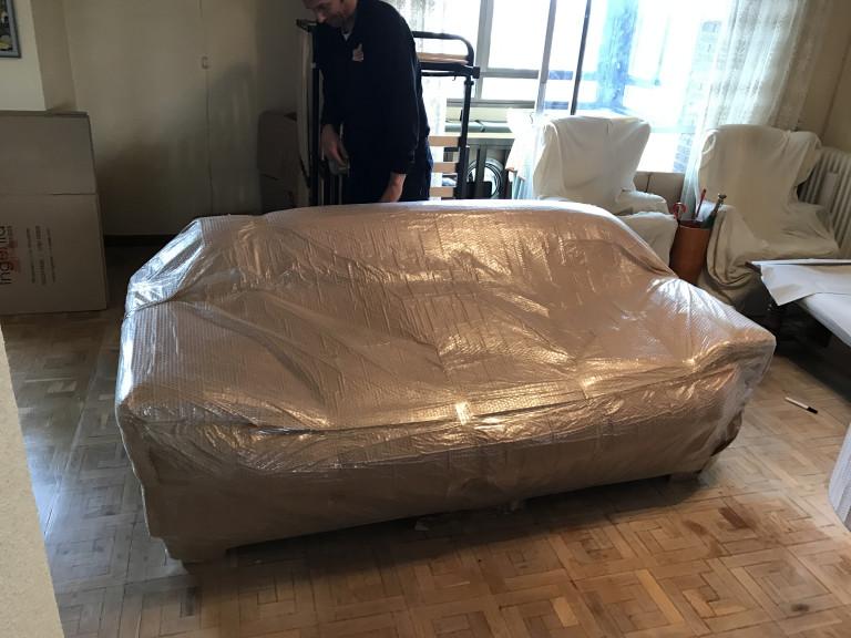 portfolio 25/42  - Embalaje profesional de Sofa para Guardamuebles (Almacenaje de larga duración)