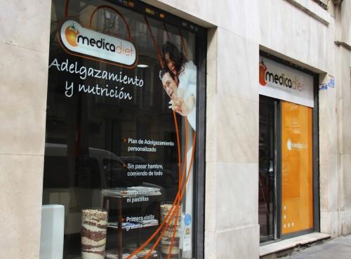 portfolio 1/3  - Fachada de la Clínica de la c/Andrés Mellado 23 (Madrid)
