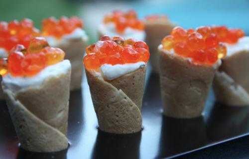 portfolio 4/7  - Conos de queso fresco con caviar de salmón