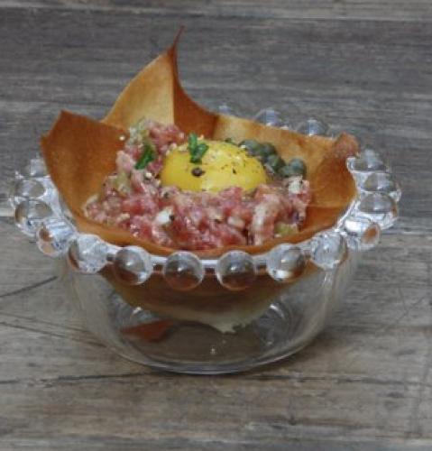 portfolio 5/7  - Cestillo de tartar de solomillo con yema de codorniz