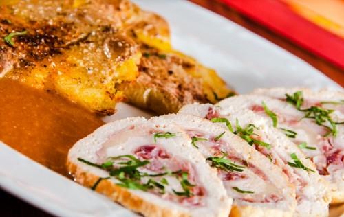 portfolio 31/33  - fiambre en salsa de pollo relleno de idiazabal y jamón
