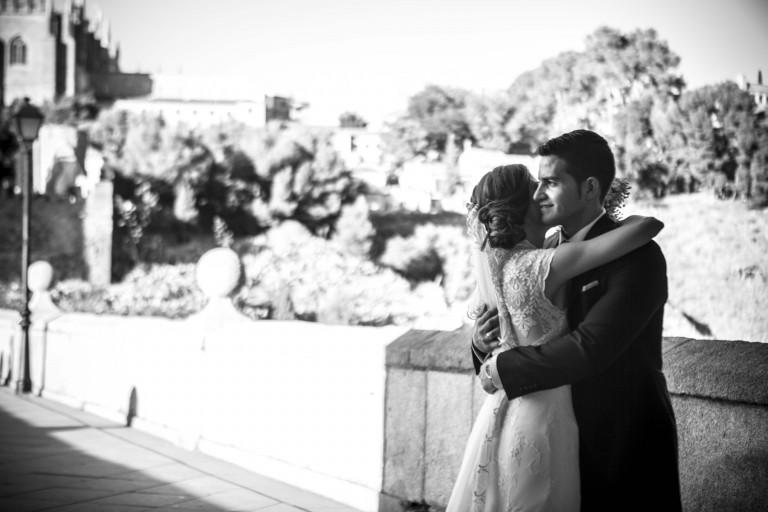portfolio 36/62  - Besos en el puente. Juan Aunión Fotografo de bodas en Badajoz